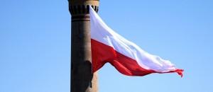 Flaga na latarni morskiej